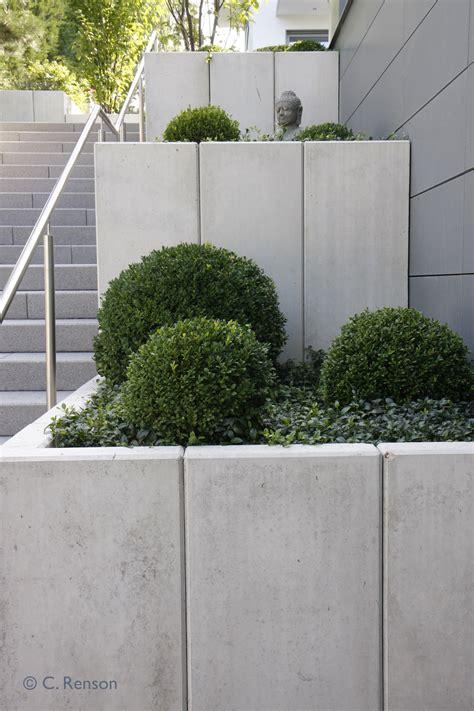 Treppenaufgang Außen Bilder by Terrassierte Beete Neben Treppenaufgang Winkelsteine Und