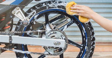 wah mulai musim hujan nih saatnya buka usaha cuci motor