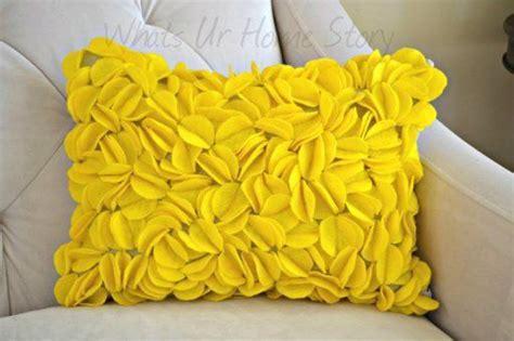 Felt Circle Pillow Pinterest Inspired   Copycat Crafts