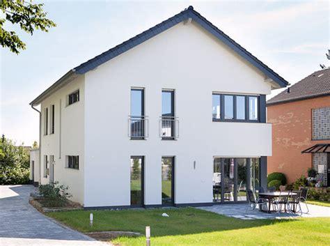 Modernes Haus Weiße Fenster by Fenster F 252 R Neubau Und Modernisierung Gibt S Bei B R