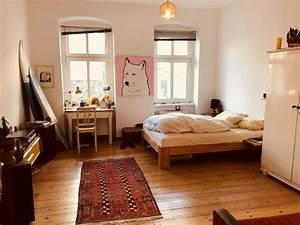 Wg Zimmer Einrichten : sch nes wg zimmer mit kleiner arbeitsecke neben dem ~ Watch28wear.com Haus und Dekorationen