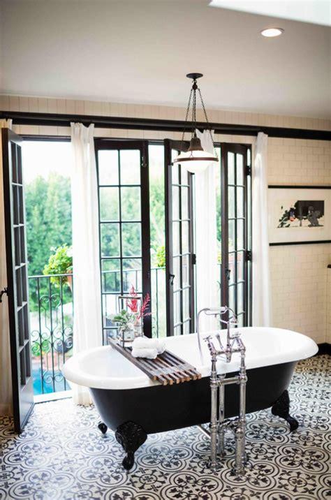 amazing black  white bathroom design   retro vibe digsdigs