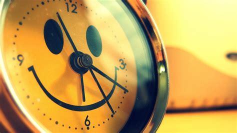 hd wallpaper clock smile yellow