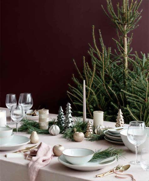 decoration de chaise pour noel noël déco sélection des essentiels pour table et sapin