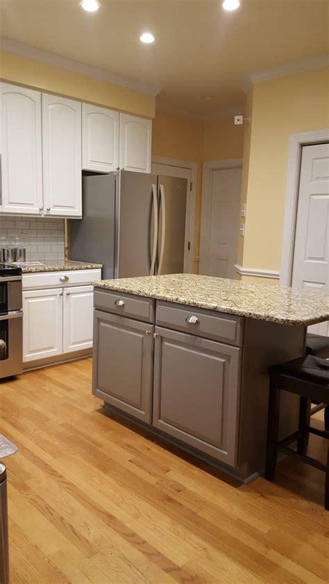 extra white kitchen acier island  cabinet girls