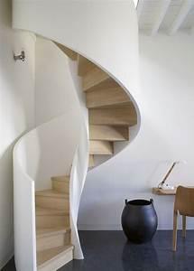 Beläge Für Treppenstufen Innen : moderne wendeltreppe mit wei em gel nde und treppenstufen ~ Michelbontemps.com Haus und Dekorationen