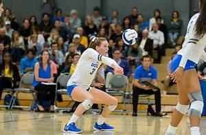 Women's volleyball sweeps USC in final regular season ...