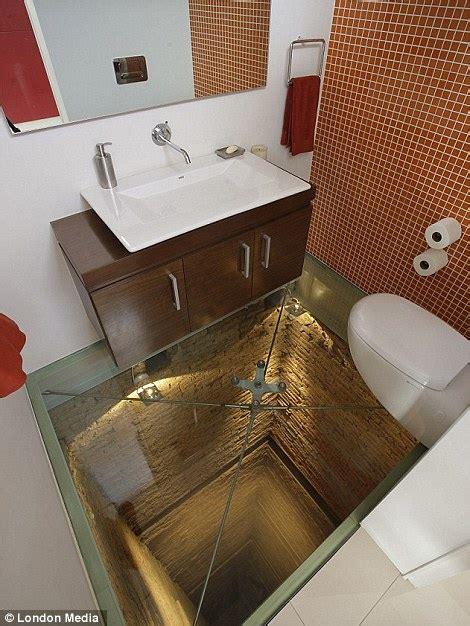 mirrors bottomless floors  walls   gold