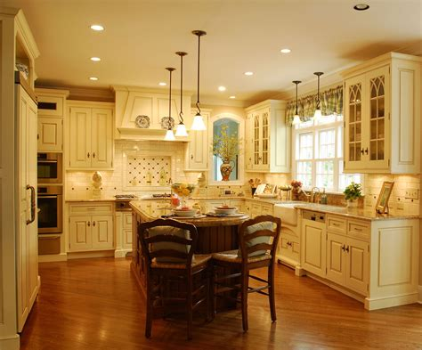 Traditional Kitchens : The Enduring Style Of The Traditional Kitchen