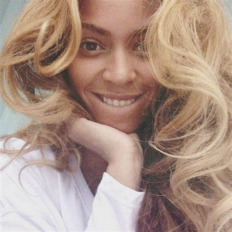 beyonce posts  bare faced selfie picture celebrities  makeup abc news