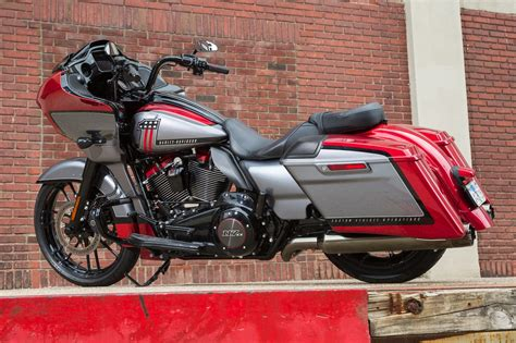 2019 Harley-davidson Cvo Road Glide Review (17 Fast Facts