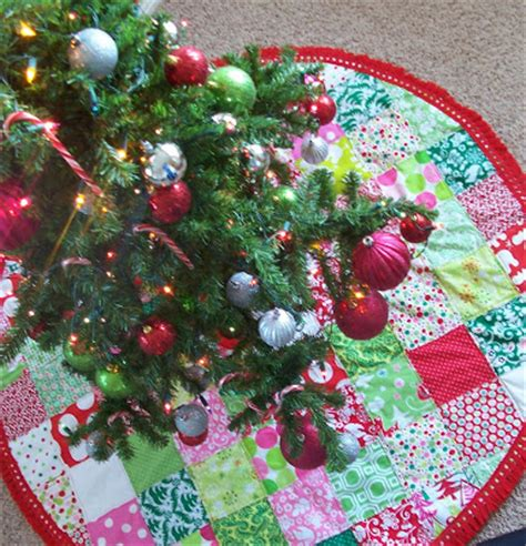 brown paper packages patchwork christmas tree skirt tutorial