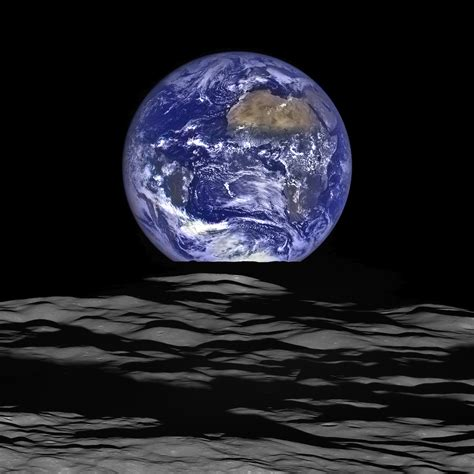 Interesting Photo The Day Earthrise Composite Captured