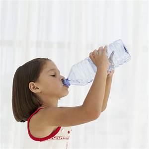 Flüssigkeitsbedarf Kind Berechnen : fl ssigkeitsbedarf bei kindern wie viel sollte ihr kind trinken ~ Themetempest.com Abrechnung