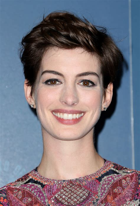 1 Cut, 5 Different Looks: Anne Hathaway's Pixie Styling