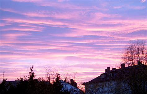 maulwurfshuegelig himmelsbilder lila wolken