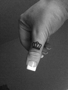 Crown finger tattoo | Things Girls Want | Pinterest