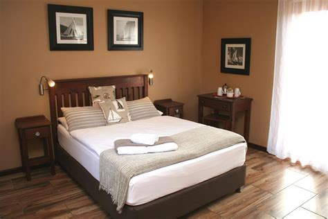accommodation  mossel bay avenues guesthouse bed
