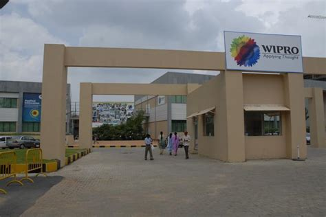 wipro hires  lloyds executive  banking business
