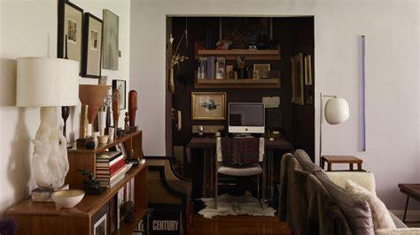 eclectic manhattan apartment     set