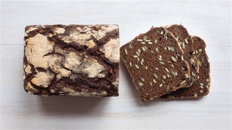 The fact that barley bread was a subsistence food is renforced by its frequent appearance in prison diets of the 19th century. 100% Emmer bread with pumpkin seeds and black barley malt ...