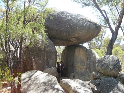 granite arch picture of girraween national park