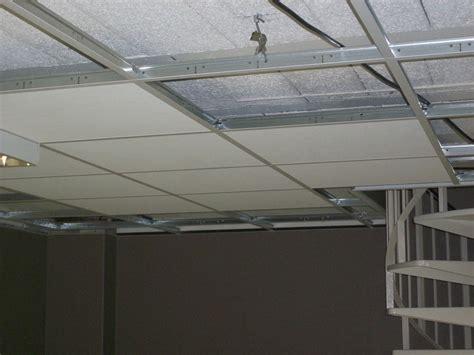 faux plafond bureau le faux plafond permet de masquer les imperfections et
