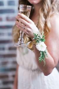 25 basta corsage hochzeit ideerna pa pinterest corsagen With corsage for wedding shower