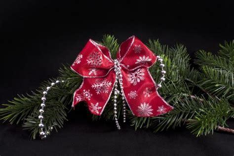 dekoschleife rot silber schneeflocke und perlen