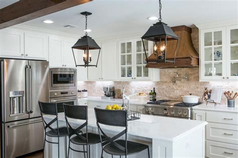 Fixer Kitchen Decor Ideas by Photos Hgtv S Fixer With Chip And Joanna Gaines