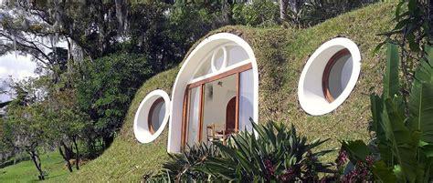 biotekt une maison de hobbit ecolo design  tout confort