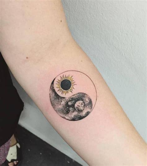 tatouage sur  avant bras femme cochese tattoo