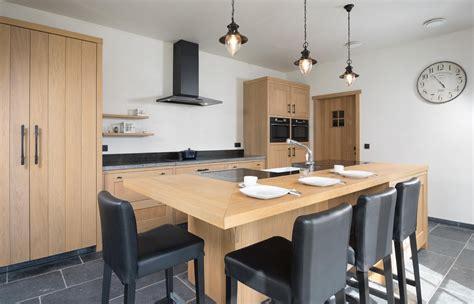 Keuken Met Kookeiland En Tafel by Ontdek De Voordelen Een Ge 239 Ntegreerde Keukentafel