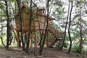 Constructeur Cabane Dans Les Arbres : cabanes des pins nidperch constructeur de cabane ~ Dallasstarsshop.com Idées de Décoration