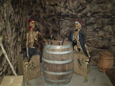 i would like to do a pirates of the caribbean themed decorations one year halloween