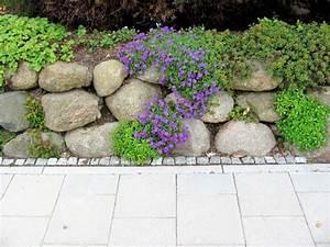 Deko Für Steingarten : die besten 25 steinmauer garten ideen auf pinterest ~ Michelbontemps.com Haus und Dekorationen