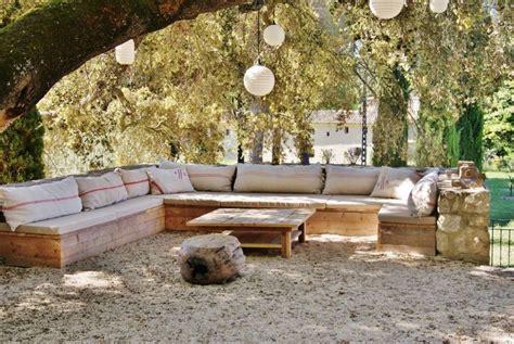 banquette d angle sur mesures et table basse outdoor