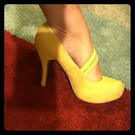 mustard colored 44 qupid shoes nwot mustard colored yellow heels