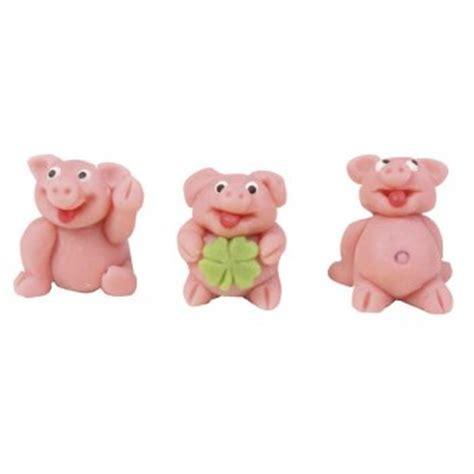 cochon en pate d amande les 3 petits cochons en p 226 te d amande pour l anniversaire de votre enfant annikids