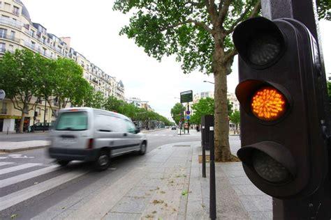 reglementation dans les rond points au feu orange  sur