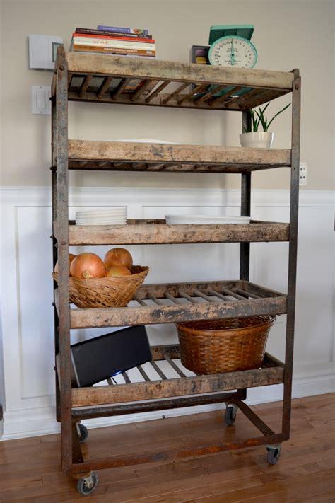 etagere cuisine bois étagère industrielle à antique bois et métal