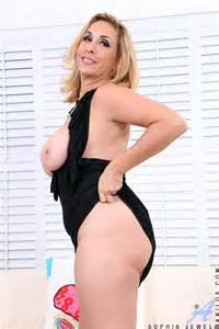 Alluring Blonde MILF Sophia Jewel Display Her Cans MILF Fox