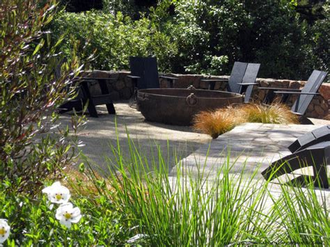 low maintenance contemporary garden with pit