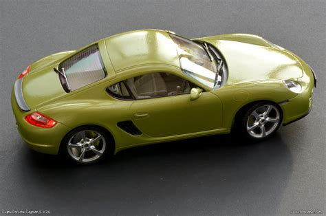 Fujimi Porsche Cayman S model kit 1/24 scale. Photographs.
