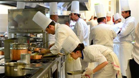 chef de cuisine collective panique en cuisine 16 000 postes à pourvoir d 39 urgence