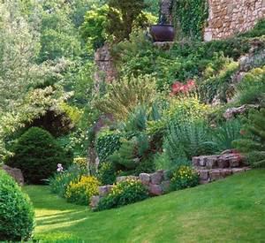 cascade florale pour pente abrupte With jardin en pente que faire 3 rocaille jardin creer une rocaille pratique fr