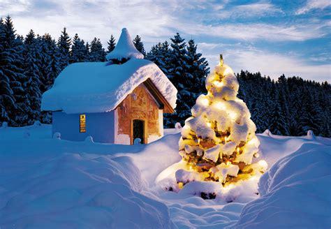 weihnachtskarte mit kapelle  schneebedeckter umgebung