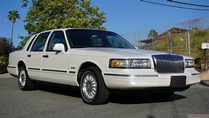 1997 Lincoln Town Car Cartier Exterior Video Review