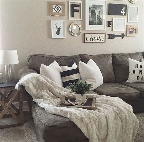 Be creative and see our 14 stunning living room wall ideas to decorate your wall without hiring an interior designer and knocking out walls. 75 Best Farmhouse Wall Decor Ideas for Living Room (51) - Ideaboz