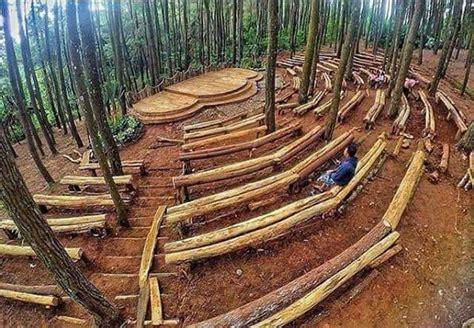 hutan pinus imogiri  sediakan panggung kesenian